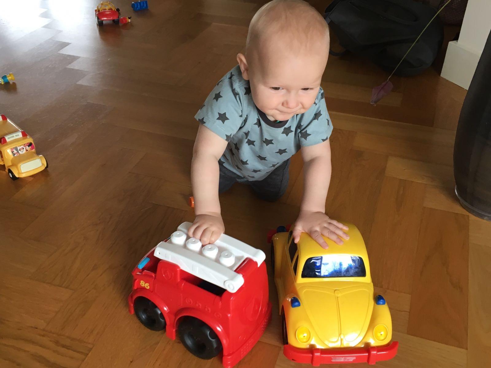 Pieter met 2 auto's